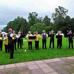 Die Jagdhornbläsergemeinschaft Diana und Hubetus Wiesbaden e.V. unter der musik. Leitung von Sven Haun und Guido Kraskii