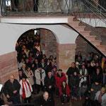 Langsam füllt sich das Schloss mit Zuhörern