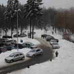 Der Veranstaltungsort liegt tief verschneit über Wiesbaden