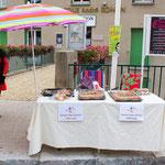 Le stand de vente de gâteaux,quiches et pizzas au profit de notre association