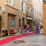 Rue Mercerie et le tapis qui mène à notre galerie
