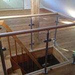 Treppengeländer aus Edelstahl mit Buchen Handlauf und Sicherheitsglas