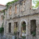 Het oude, verwaarloosde gebouwd