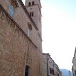Het Franciscaans Klooster, gelegen aan Stradun (de hoofdstraat), zonder toeristen!