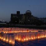 500個のろうそくに火をともし、震災でお亡くなりになった方を追悼します。