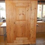 Biedermeier Schrank mit integrierter Schublade