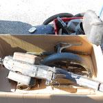 zerlegtes Fahrzeug in Kisten angeliefert