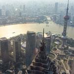 Von oben sieht selbst der Oriental-Pearl-Tower klein aus