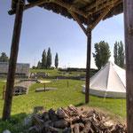 Carnuntum Petronell: Nachempfundenes Römerlager beim Amphitheater in Bad Deutsch Altenburg