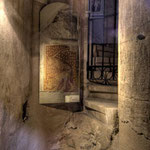 Am ersten Pfeiler des Langhauses wurde unter der barocken Ummantelung eine bemalte romanische Säule freigelegt.