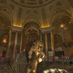 Würdig begrüßt ein Löwe die Besucher unter der 65 Meter hohen Kuppel