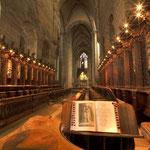 Blick in das Kirchenschiff in Richtung Hochaltar mit Chorgestühl