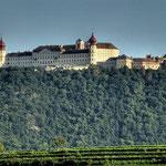 Hoch über dem Donautal thront das mehr als tausend Jahre alte Stift Göttweig und ist nach wie vor geistlicher und kulturhistorischer Fixpunkt Niederösterreichs.