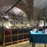 Die barocken Weinkeller des Stiftes, die als Fundament für den Kaiserbau nach 1730 angelegt wurden und drei Stockwerke hinunterführen, können – gemeinsam mit einer Weinverkostung in der Vinothek - in einer speziellen Führung besichtigt werden.