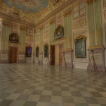 Der früher für Empfangs- und Repräsentationszwecke genutzte Saal ist vor allem mit Ornamentmalerei in den Farben altrosa, apfelgrün und königsblau gestaltet