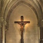 Ein wunderschön geschnitztes Kruzifix im Kreuzgang