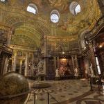 Im heutigen Eingangsflügel behandeln die von Daniel Gran gemalten Fresken Themen der Welt und des Krieges...