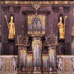 Schmuck stammt von Michael Schmidt. Durch ihr originales Spielwerk gehört die Festorgel zu den bedeutendsten Musikdenkmälern Europas.