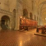 Orgelprospekt mit Stiegenaufgang in den Klosterbereich