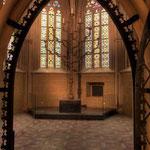 Das Brunnenhaus enthält den berühmten siebenarmigen Leuchter, der aus der Bauzeit der Kirche stammt.