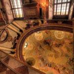 Das Deckenfresko im Marmorsaal stammt von Daniel Gran und folgte erst 1749.