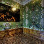 Schlafzimmer mit einem Gemälde in der Art des Niederländers Adrian van Nieuland: »Hochzeit Neptuns mit Aphrodite«, das um 1650 geschaffen wurde.