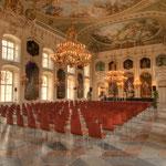 Mit großer Sorgfalt wurde auch das Deckenfresko von Anton Maulpertsch im Riesensaal gereinigt und entsalzt