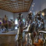 Die in der Heldenrüstkammer ausgestellten Rüstungen galten als Monumente, als Erinnerung an die Träger und ihre Taten.