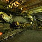 ... mit schwerem Gerät mehr als 100 Jahre Entwicklung des Bergbaus.
