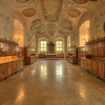 Die Sakristei stammt aus dem 17. Jahrhundert und zeichnet sich durch ihre hochwertigen Barockfresken aus.