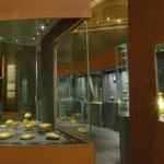 Entscheidend waren auch die Ankäufe aus Privatsammlungen, durch die die Grundlage für den Bestand antiker Vasen und Bronzen gelegt wurde.