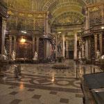 Der »Prunksaal« nimmt die ganze Front des Josefsplatzes ein.
