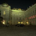 Am Josefsplatz, er hieß früher »Tummelplatz«, ist der Eingang zum »Prunksaal«