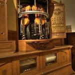Nachdem vorzugsweise im 19. Jahrhundert viele Instrumente mit Steuerungen zu Automaten umgebaut wurden, war der Schritt zur Kombination mehrerer Instrumente nicht weit.