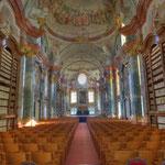 Die Bibliothek ist ein »sakraler« Raum, ein Tempel des Geistes, der Wissenschaft und der Erkenntnis.