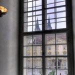 Ein Blick über den Stiftshof auf die Stiftskirche