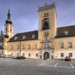Die Kreuzkirche (l.) und die »neue« Pforte