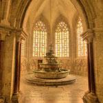 Bild links: das Brunnenhaus (1295), im Mittelalter die einzige Wasserquelle der gesamten Klosteranlage.