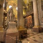 Der entscheidende Einschnitt in der Geschichte der Hofbibliothek fällt ins 18. Jahrhundert. Kaiser Karl VI. (1685 - 1740) veranlaßte 1722 den Bau einer Bibliothek am heutigen Josefsplatz.