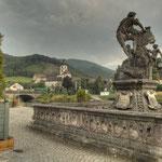 Der »Hl. Nepomuk« in Lilienfeld ist eines der reichsten Brückenmale des österreichischen Barock und stammt aus 1712.