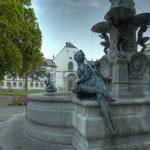 Der Leopoldsbrunnen vor der Hofkirche und der Kaiserlichen Hofburg