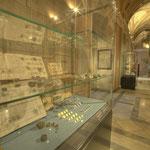 """Der eigentliche Grundstock zum heutigen Bestand wurde von Franz II. (1792 – 1835) durch die Vereinigung des """"K. K. Münz- und Antikenkabinettes"""" im Augustinergang der Hofburg gelegt."""
