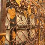 1564 erteilte Ferdinand II. den Auftrag, ein Gitter um das Grabmal zu errichten...