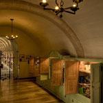 Der Klosterladen, untergebracht In wunderschönen, alten Holzvitrinen.