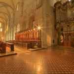 Im vorderen Teil der Abteikirche ist heute die große Kober-Orgel aufgestellt, die mit ihrer Höhe fast die Decke des nördlichen Querschiffes erreicht.