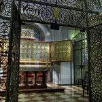 Der Verduner Altar ist eines der bedeutendsten mittelalterlichen Kunstwerke der Welt: Nikolaus von Verdun fertigte das Werk in ca. 10 jähriger Arbeit im Stift an, 1181 wurde es als Kanzelverkleidung fertiggestellt.