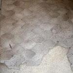 Revêtement de sol avec sous-couche cartonée contenant de l'amiante
