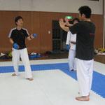 指導を受ける小田