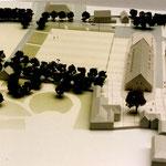 St-PIERRE-SUR-DIVE (14) / Aménagement de la place du Champs de Foire / Maîtrise d'ouvrage: ville de St-Pierre-sur-Dives / Partenaires: G. Floret archi. (mandataire) / Date: 1997-1999 / Surface: 32 000 m² / Budget prévisionnel: 1,6 M€ HT / Mission: complèt