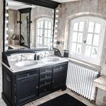 grand salle de bain élégante